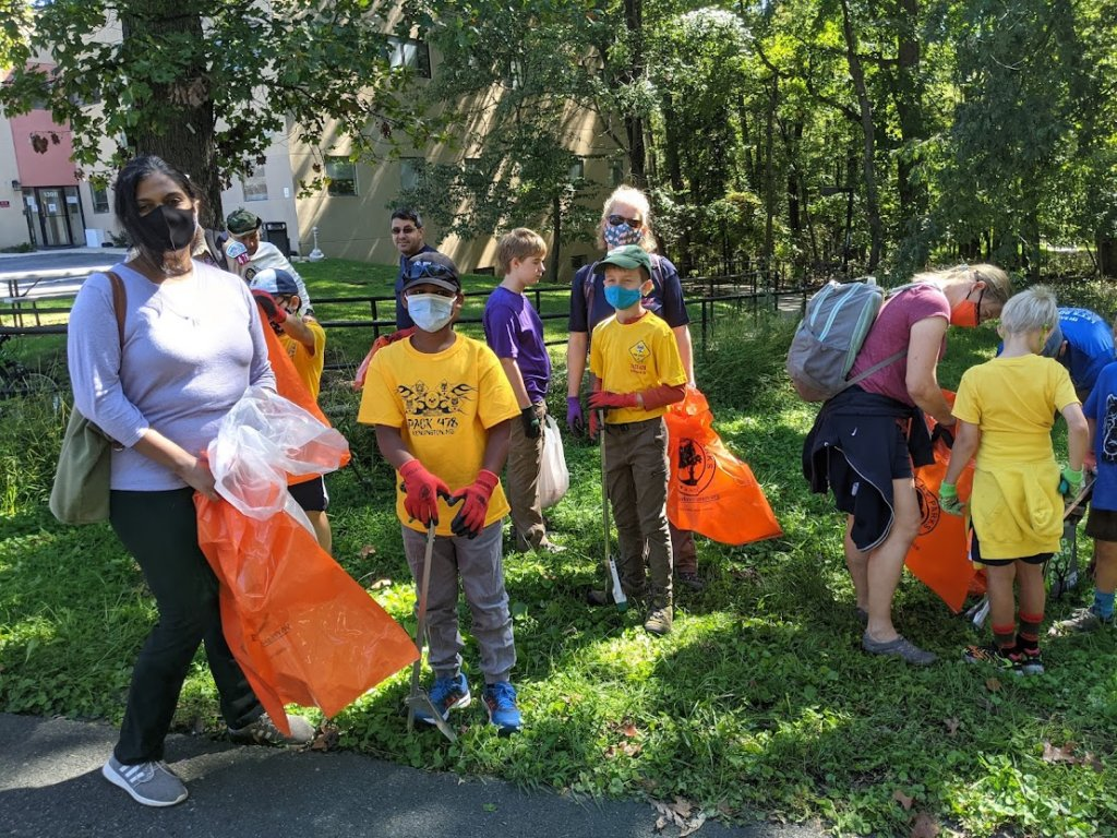 Scout pack 478 at Section 9 Sweep the Creek